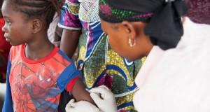 Une campagne de vaccination est en cours pour 3 millions d'enfants dans les pays touchés par Ebola