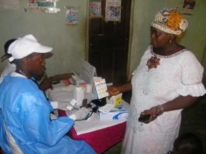 remise de medicaments au centre de santé