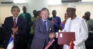 Signature d'accords entre le Gouvernement et l'AFD dans le cadre du Contrat de Désendettement (C2D) : Energie, Eau et Formation Professionnelle parmi les secteurs bénéficiaires