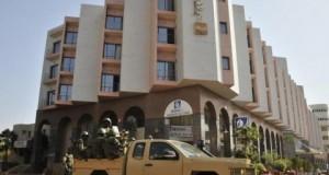 Attentat au Mali: 14 clients étrangers, 5 employés et un gendarme maliens tués à l'hôtel, protégé par 3 gardes