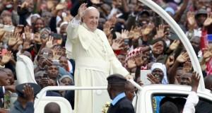 Au Kenya, le pape dénonce les «attaques barbares» des shebabs