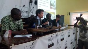 Conférence de presse au cours de laquelle les résultats préliminaires ont été présentés aux médias