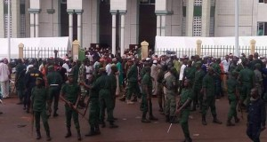 Pagaille à l'inauguration de la mosquée de Timbo: Le véhicule du ministre Siaka Barry, saccagé