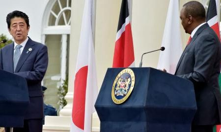 le_premier_ministre_japonais_shinzo_abe_gauche_et_le_president_du_kenya_uhuru_kenyatta