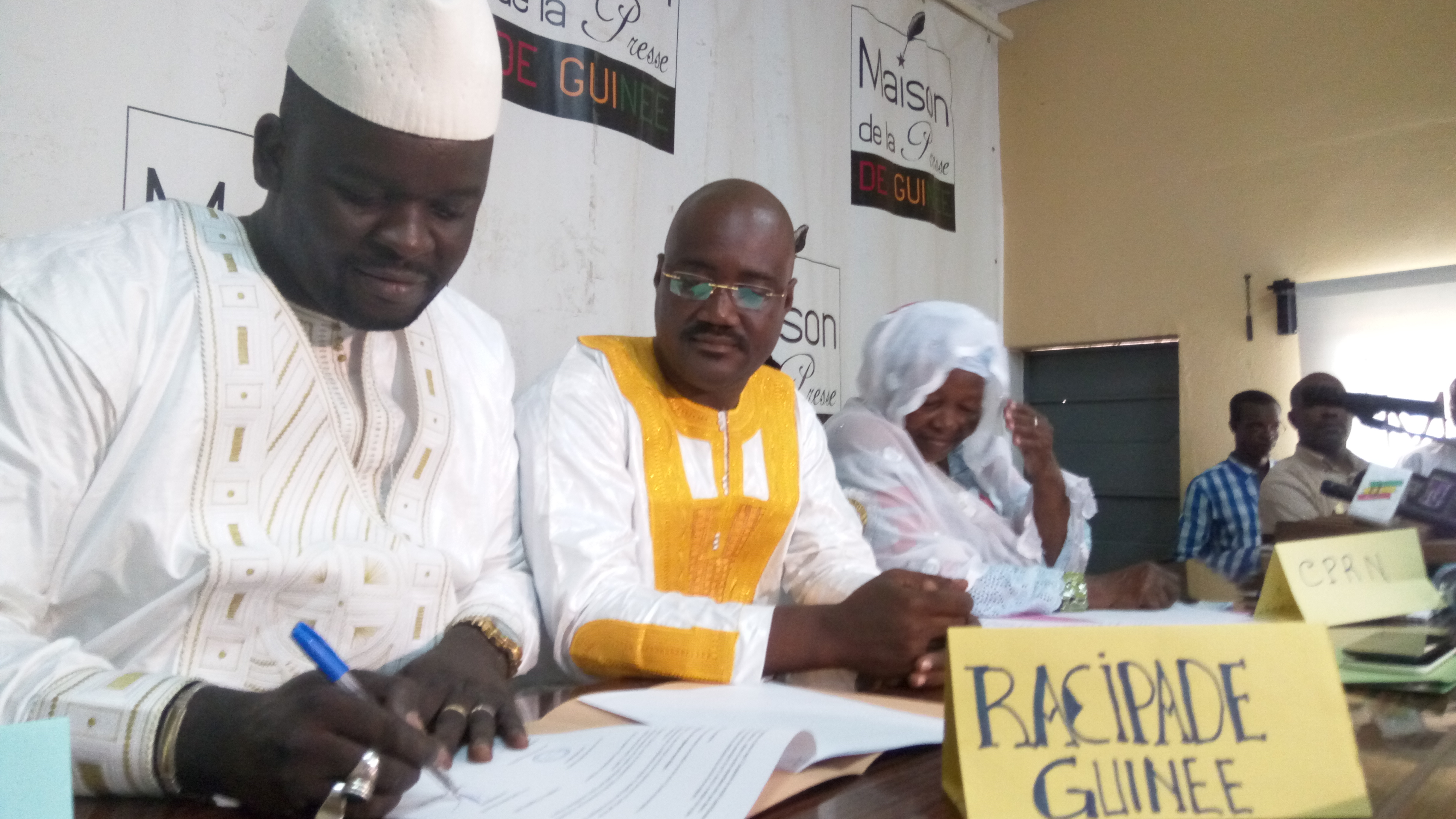 Lansana Diawara, signant la convention de partenariat