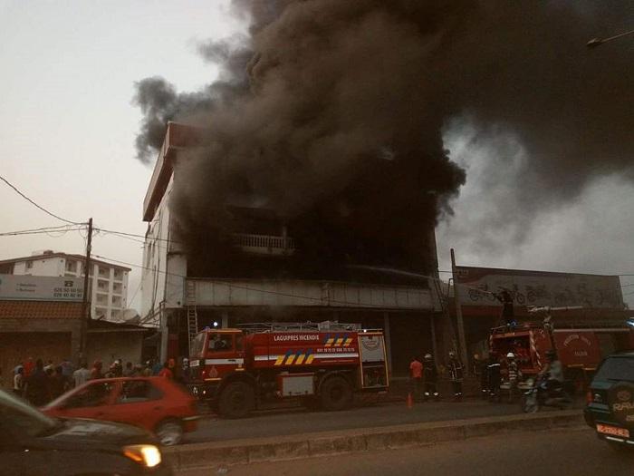 Incendie au grand marché de Fria: un atelier de tapisserie et son contenu volent en fumée - Mosaiqueguinee.com