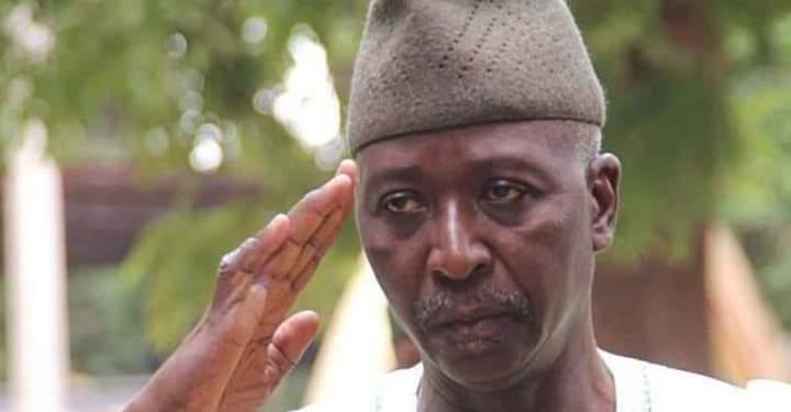 Mali : les putschistes lâchent du lest et désignent l'ancien militaire Ba N'Daou président de la transition